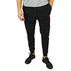 Камуфляжные черные мужские спортивные трикотажные штаны с манжетами JORDAN
