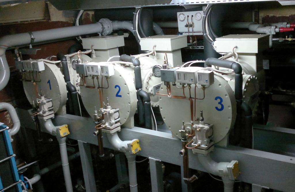 Проектирование, изготовление и монтаж корабельной холодильной установки для пяти скороморозильных вертикальных плиточных аппаратов производительностью 80тн/сутки, насосная схема циркуляции