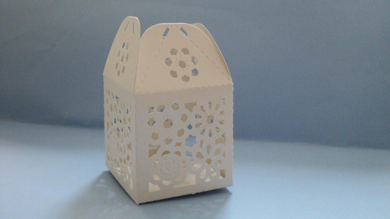 Бонбоньерка цветочек кремовая  коробка (код 03046)
