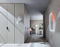 Белый распашной шкаф в коридор