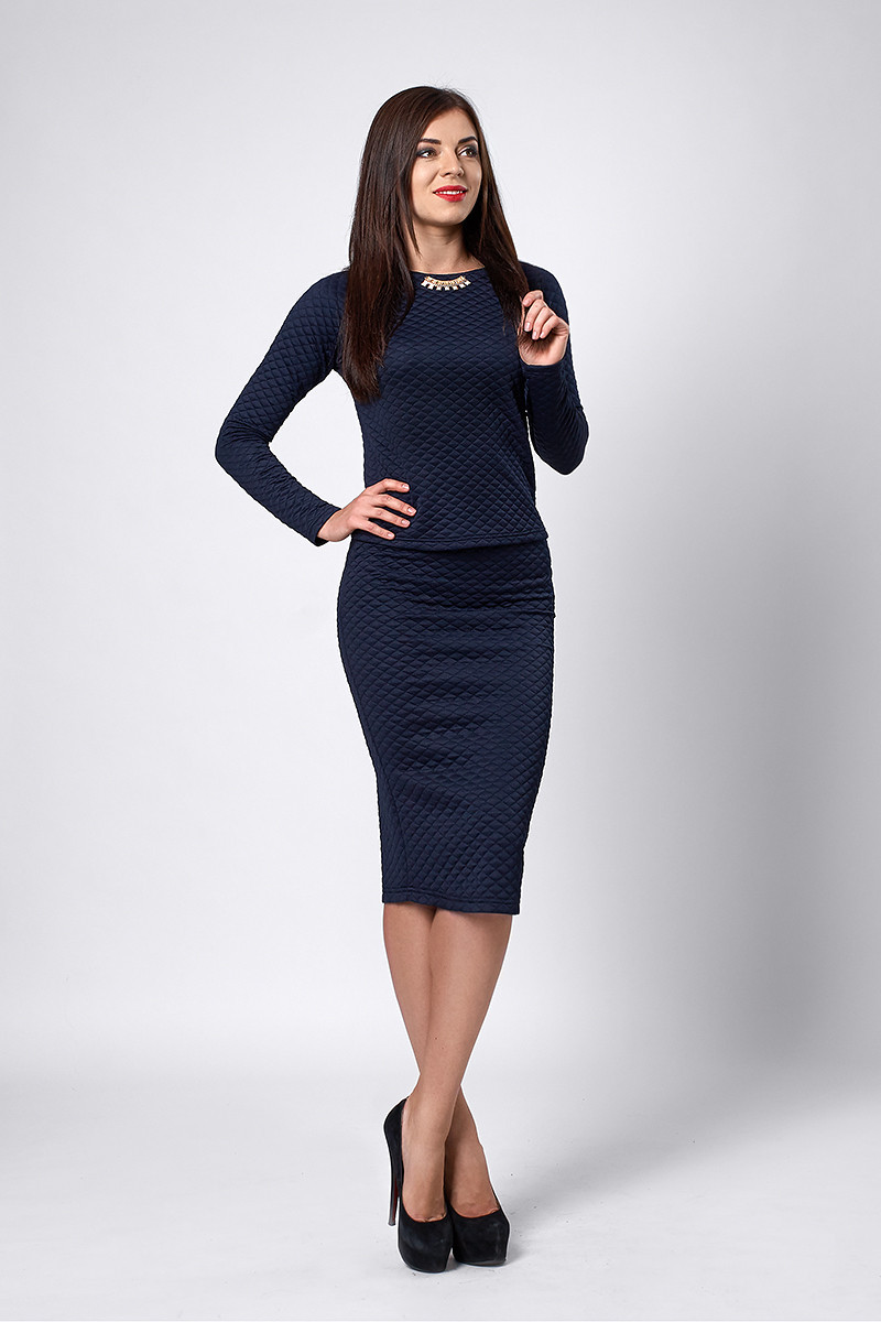Элегантный женский костюм темно-синего цвета
