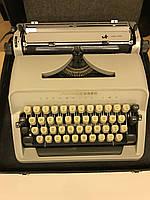"""Печатная машинка """"SHEIDEGGER"""" с чемоданом."""