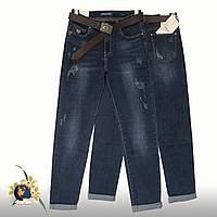 Модные женские джинсы баталы Version с потёртостями и ремнём