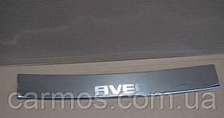 Накладка на задний бампер Chevrolet Aveo SD (шевроле авео) с загибом и логотипом, нерж.
