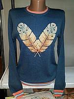 Женский стильный свитер с перьями
