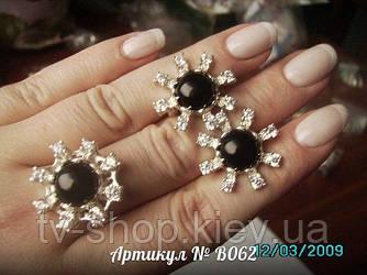 Кольцо и серьги из серебра с ониксом B062 р. 17.5