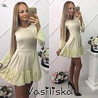 Красивое платье с рюшей украшенной гипюром