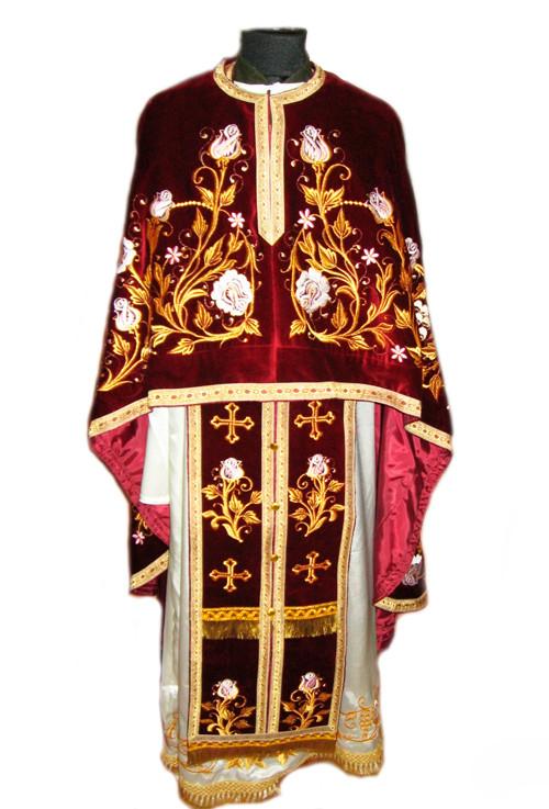 Одежда священников для службы с вышивкой