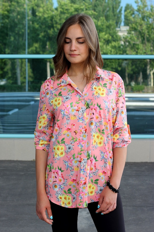Рубашка женская удлиненная с цветочным принтом (коралл)