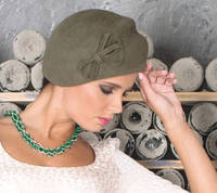 Фетровый берет шляпа с двумя  выпуклыми складками