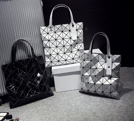 Женская сумка с лазерным геометрическим дизайном