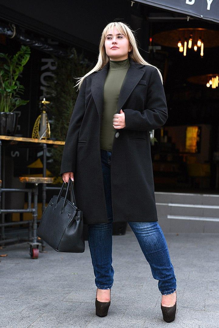 Модное женское пальто на запах