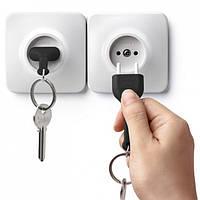 Ключница настенная и брелок для ключей Unplug Qualy (белый-черный)