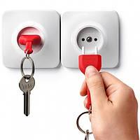 Ключница настенная и брелок для ключей Unplug Qualy (белый-красный)