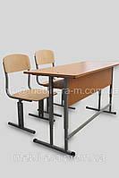 Парта школьная регулируемая и два стула.