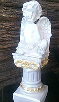 Ангел на колоне из гипса