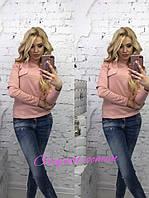 Привлекательная кофта бледно пурпурно-розового цвета с воротником-стойкой длинными рукавами на груди обманки корманов вырезы на плечах и локтях