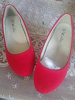 Червоні туфлі для дівчат