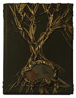Родословная книга с камнем
