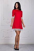 Красное молодежное платье с белым кружевом