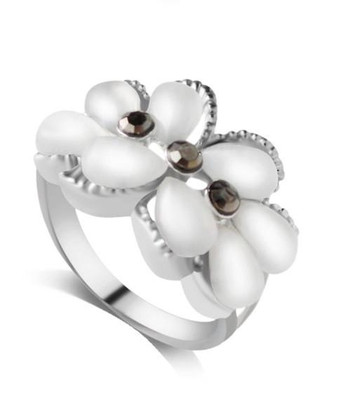 Кольцо Три цветка/ бижутерия/ размер 18/ цвет серебро