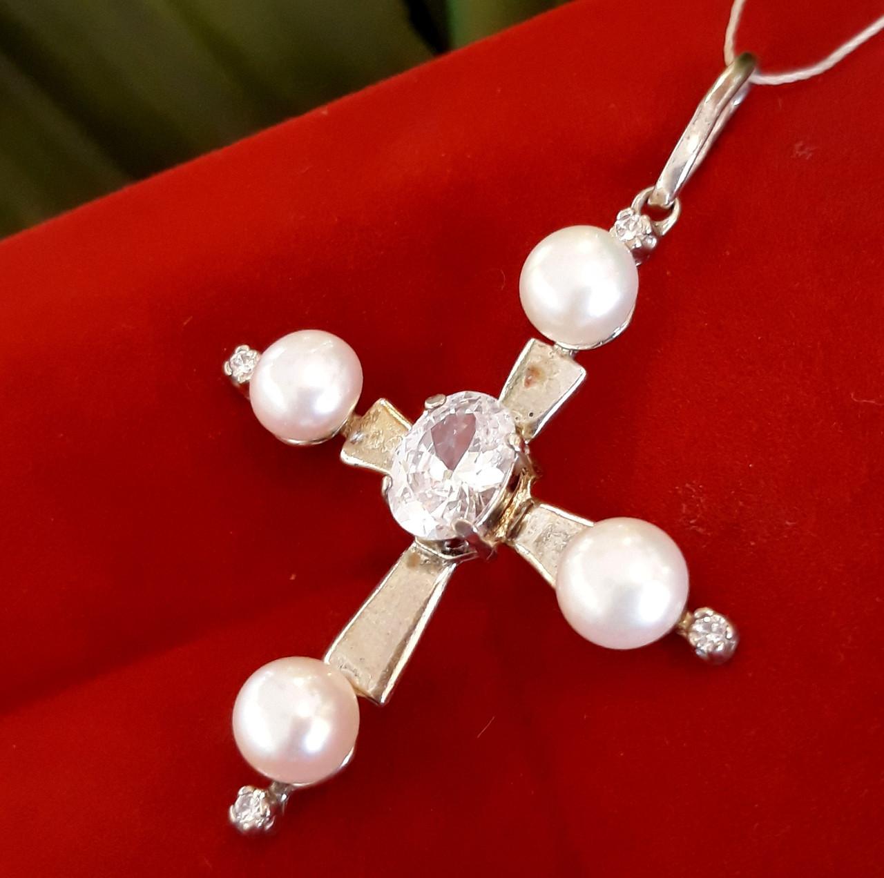 Серебряный крестик с жемчугом