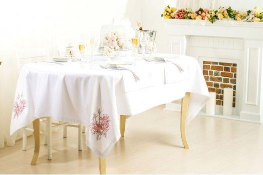 Праздничный набор из скатерти и 6 салфеток Букет роз ИДЕЯ