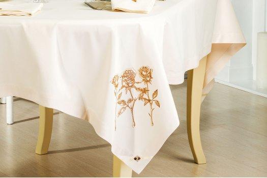 Трио роз скатерть + 6 салфеток с вышивкой ИДЕЯ