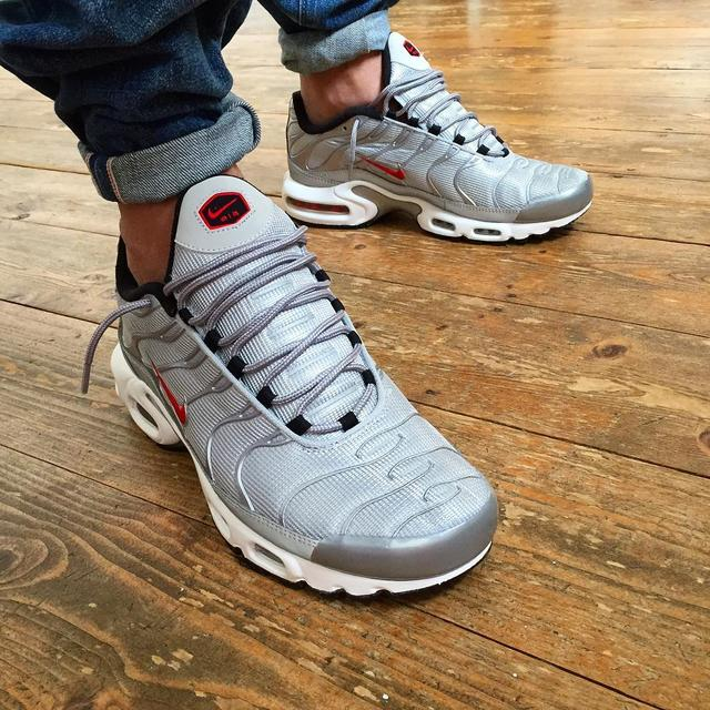 28ae90c4ea08 Тщательно изучив представленный каталог, вы сможете купить кроссовки Nike  Air Max tn Plus различных расцветок и фасонов, при этом, неплохо  сэкономите, ...