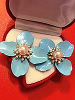 Серьга голубой цветок