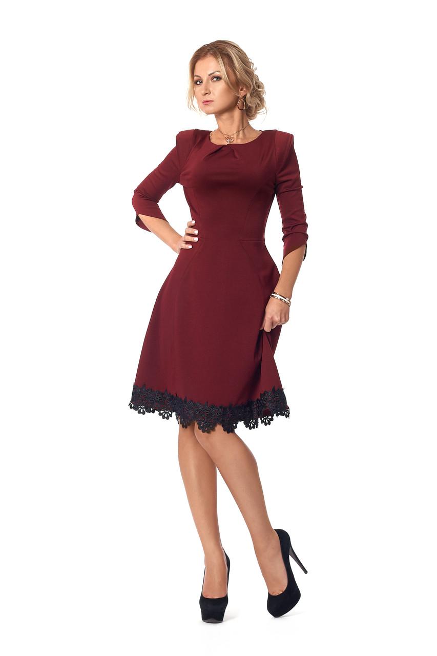 Платье классическое с кружевом марсала