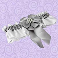Подвязка для невесты с серебристым бантом