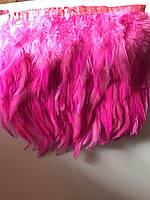 Перьевая тесьма из перьев петуха.Цвет малиновый.Цена за 0,5м