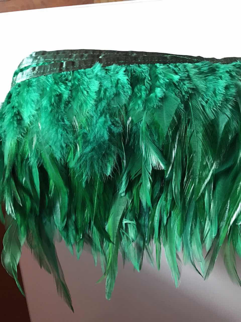 Перьевая тесьма из перьев петуха.Цвет на зеленый.Цена за 0,5м
