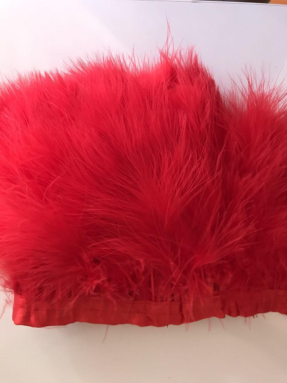 Перьевая тесьма из перьев лебедя.Цвет красный.Цена за 0,5м