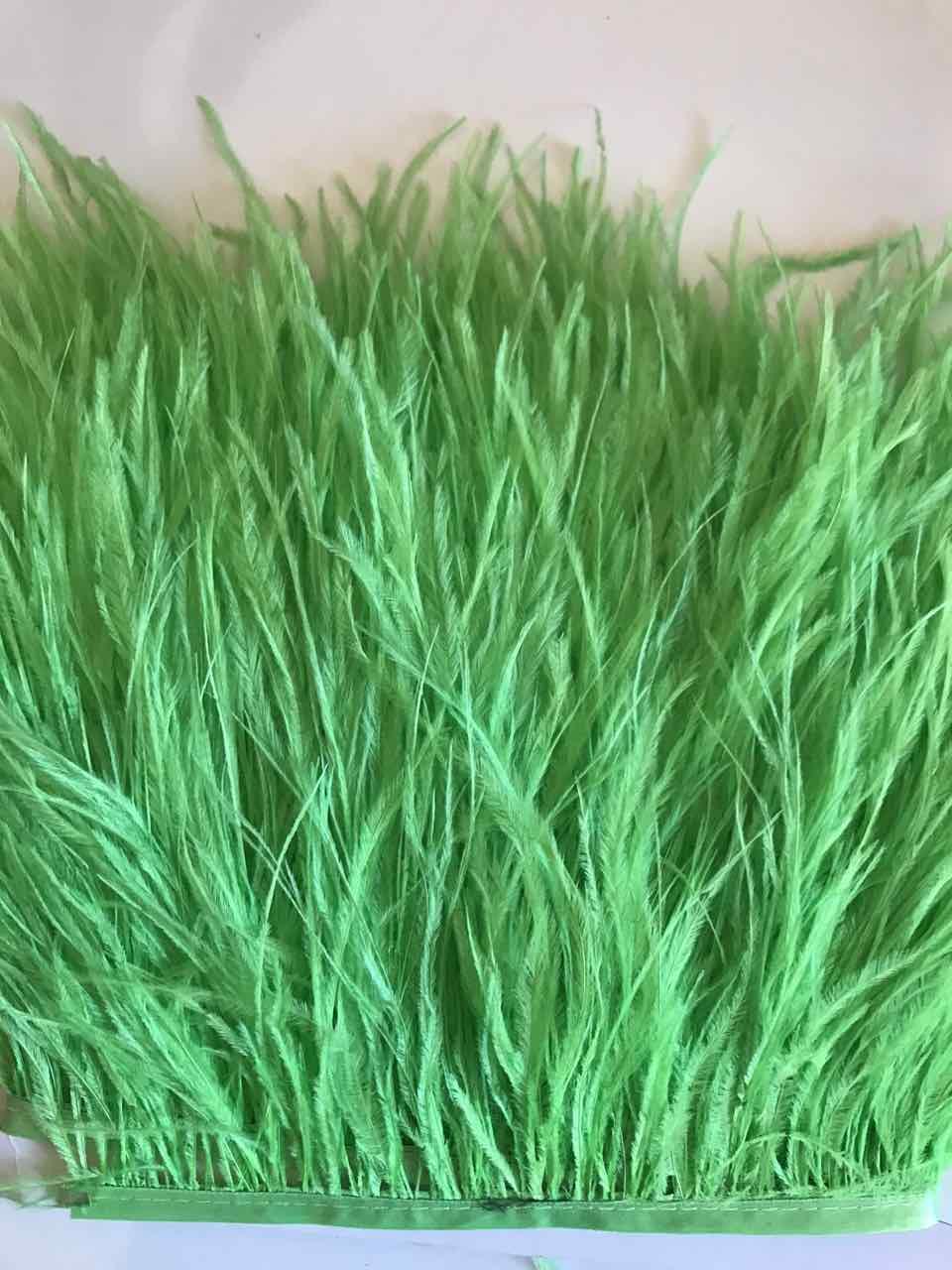 Перьевая тесьма из перьев страуса .Цвет Fluo Green.Цена за 0,5м