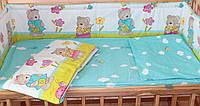 Защита бампер в детскую кроватку Мишка садовник бирюза
