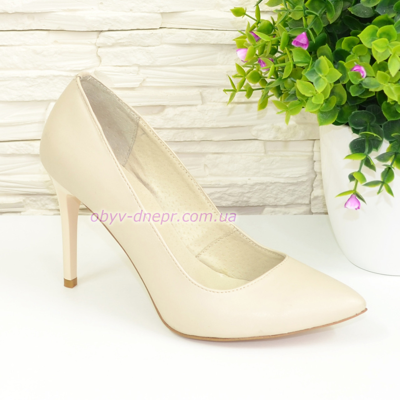 Туфли женские кожаные на шпильке, бежевый цвет