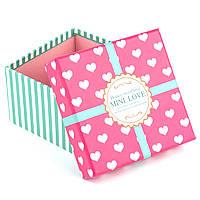 Подарочная коробка розовая в белое сердечко 13 x 13 x 7.6 см