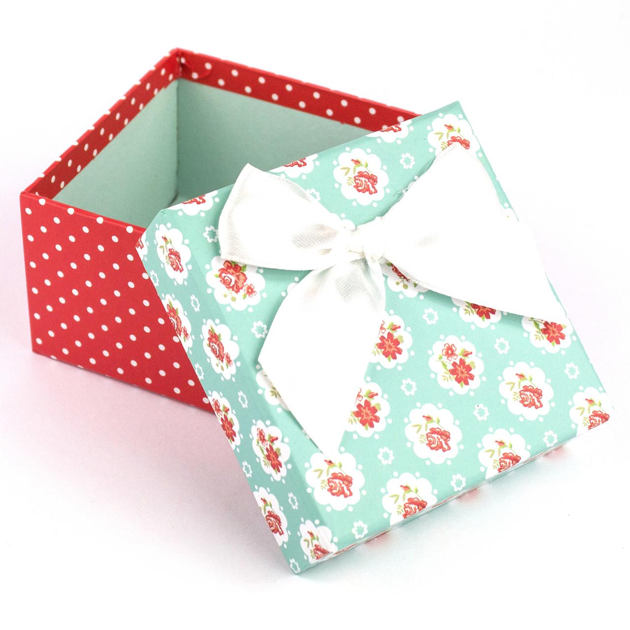 Подарочная коробочка мятная с цветочками 9.5 x 9.5 x 5.8 см