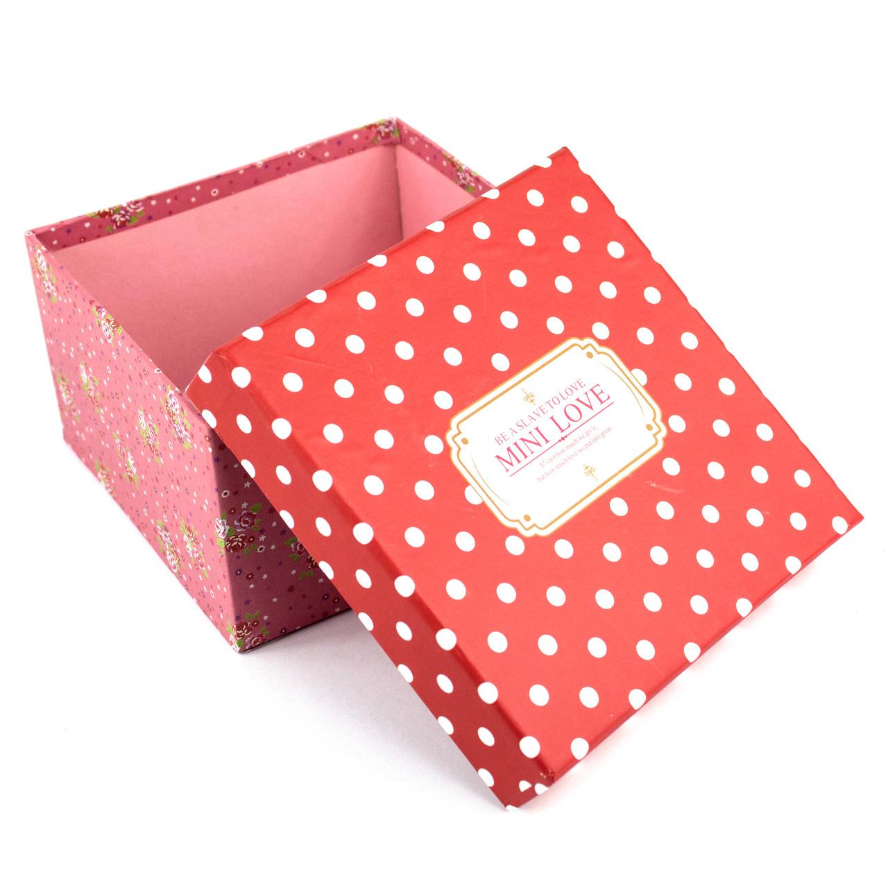 Подарочная коробочка красная в белый горошек 9.2 x 9.2 x 5 см