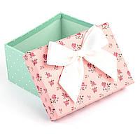 Подарочная коробка с цветами мятно-розовая 11 x 8 x 5.2 см