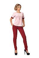 Костюм из блузы и брюк розово-бордовый