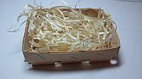 Корзинка из букового шпона с наполнением из деревянной стружки.