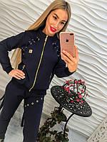 Спортивный женский костюм украшенный шнуровкой