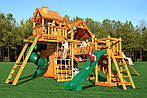 Разные игровые площадки для мальчиков и девочек