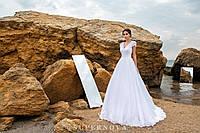 Обворожительное свадебное платье на кокетке с пышной юбкой-шлейф.
