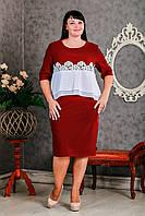 Бордовое платье дизайнерского кроя с кружевной вставкой на талии