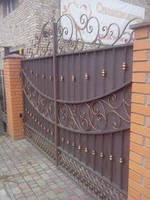 Распашные ворота с элементами ковки с электроприводами (автоматическое открывание)