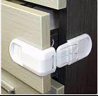 Набор родителей для безопасности ребёнка: 5 насадок для розеток и 2 антиоткрытие шкафов (фото)
